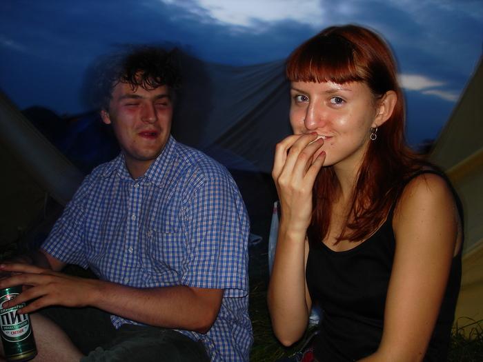 Оля куфает, а Ваня наблюдает.JPG (700x525, 182Kb)