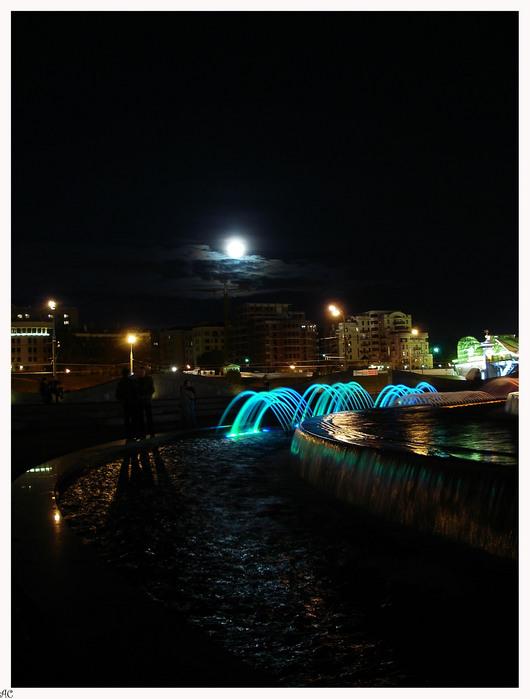 луна-фонтан.jpg (530x699, 98Kb)